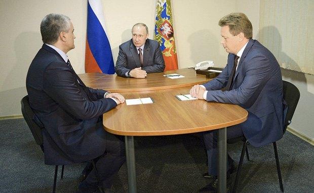 Встреча Путина с Аксёновым (слева) и Овсянниковым 20 августа, 2016.