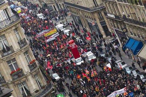 Во Франции водители грузовиков блокируют дороги и нефтехранилища