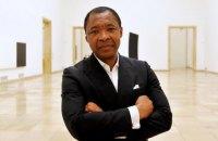 Умер куратор Венецианской биеннале 2015 года Окуи Энвезор