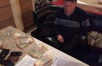 Суддя, спійманий НАБУ на хабарі 500 тис. грн, втік зі стріляниною (оновлено)