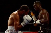 Боксер-профессионал покинул ринг сразу после своего нокдауна