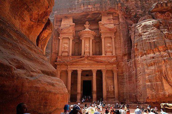 Самый известный фасад Петры — Аль-Хазне