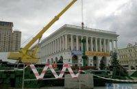 В Киеве неспешно устанавливают главную елку страны