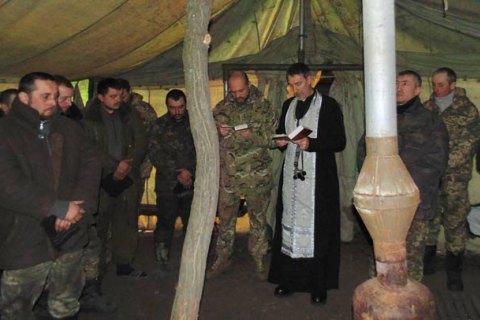 Порошенко розпорядився прискорити розробку положення про капеланів в армії