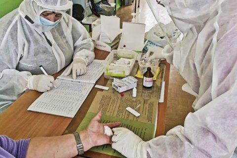 ВООЗ рекомендує тестувати учнів на коронавірус, а не закривати школи