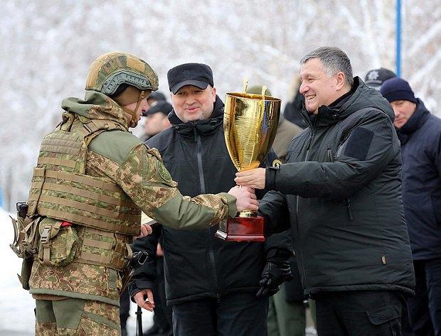 Арсен Аваков и Александр Турчинов на учениях МВД