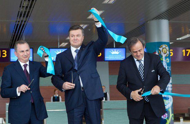 Борис Колесников, Виктор Янукович и Мишель Платини во время торжественного открытия нового терминала Международного аэропорта Львов