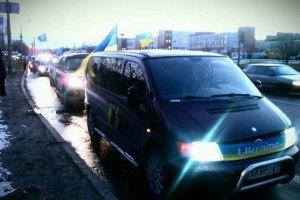 Автомобилисты отправляются в аэропорты встречать Януковича