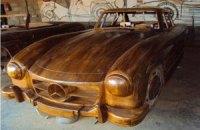 На интернет-аукционе продали деревянный Mercedes