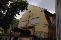 У Харкові російське консульство закидали зеленкою