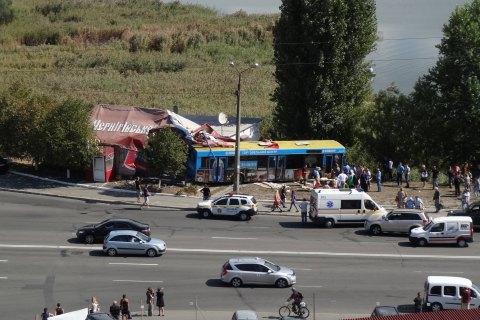 На Дарниці в Києві автобус в'їхав у кафе