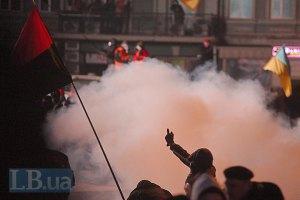 На вулиці Грушевського горять усі міліцейські вантажівки