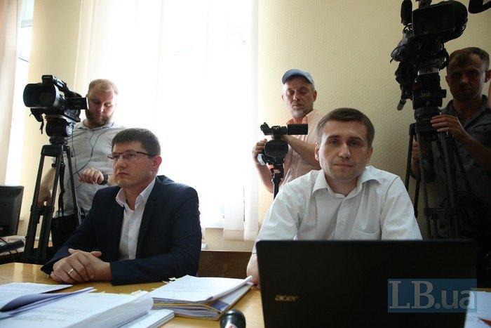 Прокуроры Максим Кравченко (слева) и Виталий Кравец