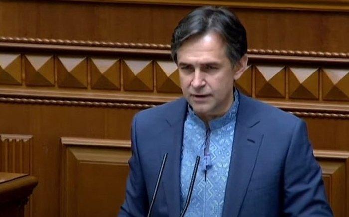 Алексей Любченко во время выступления в парламенте