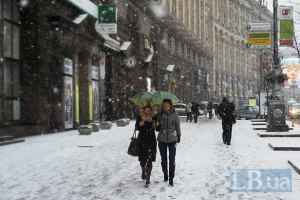 Синоптики продовжують обіцяти сніг у Києві і на вівторок