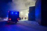 В Здолбунове горят склады с опилками