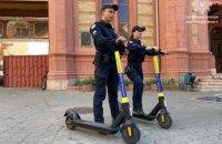 На Закарпатье запустили первый полицейский патруль на электросамокатах