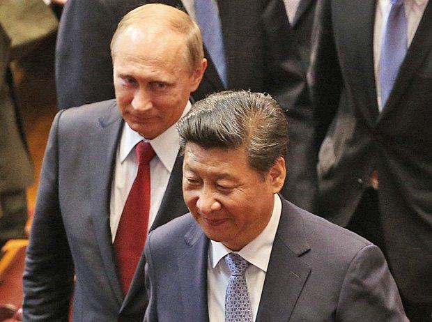 Председатель КНР Си Цзиньпин и президент России Владимир Путин после военного парада в Пекине, 3 сентября 2015 г.