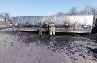 Під Дніпром перекинулася вантажівка з 24 тоннами соняшникової олії