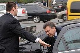 Янукович вернулся в Киев к радости водителей-нарушителей