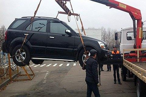 В Киеве начали эвакуировать временно задержанные патрульными автомобили