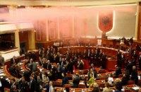 В Албанії протестувальники намагаються захопити парламент, є постраждалі