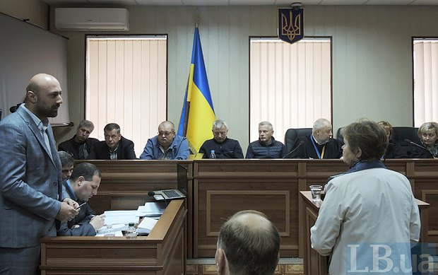 Мама погибшего Романа Вареницы отвечает на вопросы прокуроров