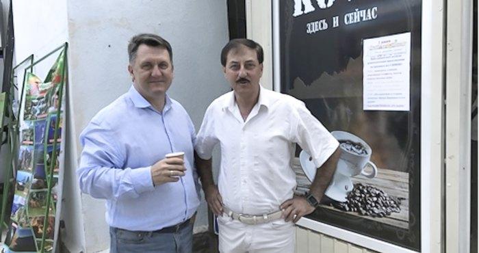 Руководитель Симеизского территориального органа Игорь Дышлевой (слева)