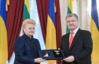 Грибаускайте вручила Порошенко наивысшую награду Литвы