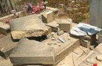 В Луганской области неизвестные устроили погром на кладбище: повреждено 27 захоронений