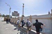 На місці спорудження меморіалу Героїв Небесної сотні в Києві знесли будівельний паркан
