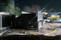 У Львові сталася пожежа на стоянці великих авто, загинуло три людини