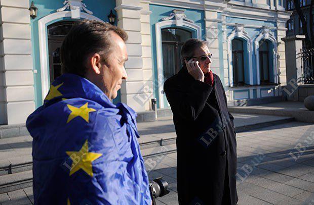 Глава Представительства Европейского Союза в Украине Жозе Мануэль Пинту Тейшейра(справа)