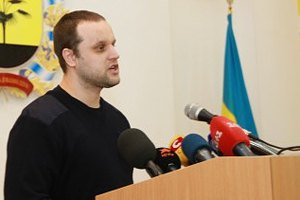 """В Донецке """"губернатор-самозванец"""" повел людей на штурм Облсовета"""