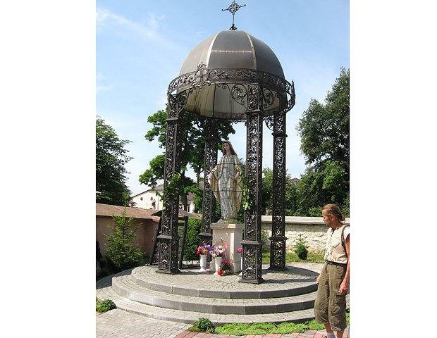 Капличка біля церкви Різдва Богородиці, Рогатин. ХХ ст.