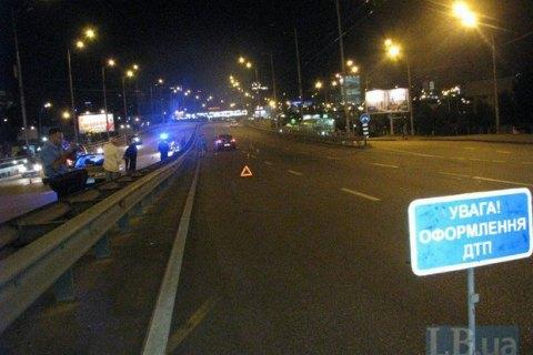 На Окружній в Києві автомобіль збив чоловіка насмерть і втік