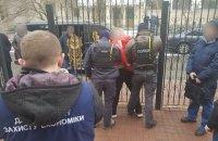 Полиция задержала двух лиц, вымогавших $50 тыс. у жертв строительной аферы