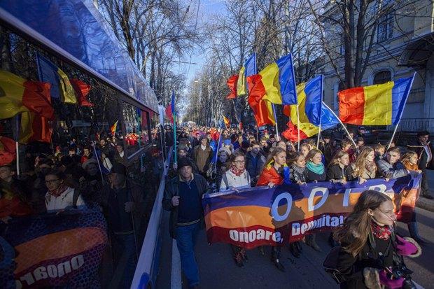 Участники марша за объединение Молдовы с Румынией, Кишинев, 1 декабря 2015