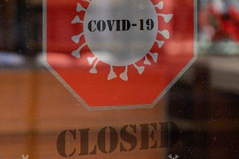 Великобритания ужесточает локдаун из-за новой волны COVID-19