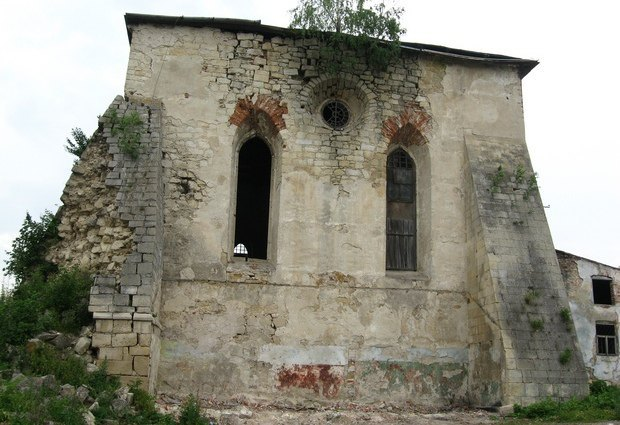 Оборонна синагога у Підгайцях – не єдина із споруд цього типу, датованих XVІ ст. перебуває у жалюгідному стані