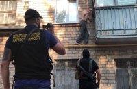 Полиция провела обыски у членов крупной группировки, изготовлявшей наркотики