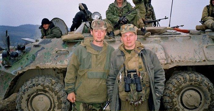 Гиркин (слева) в Чечне. 2002 г.