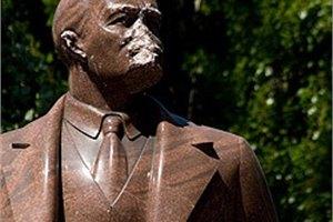 Разрушителям памятника Ленину на Бессарабке вынесли приговор