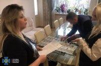 На Львівщині викрили лікарку, яка вимагала з учасників ООС хабарі за оформлення інвалідності