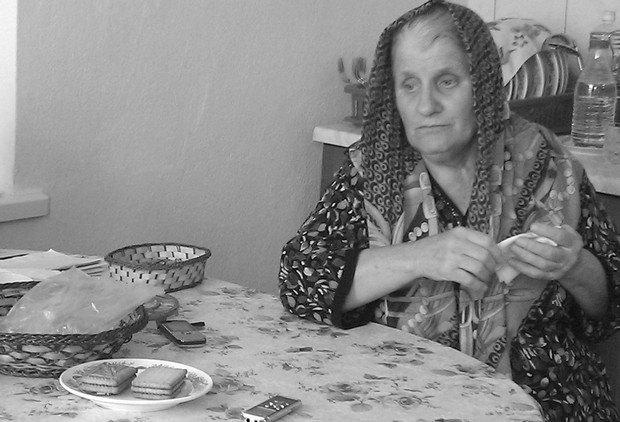 Мати Апті Зайналова розмовляє з правозахисниками