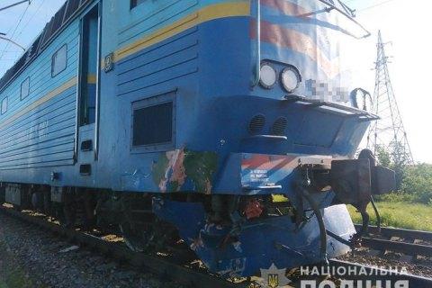 Под Мелитополем поезд снес легковушку на переезде, водитель погиб