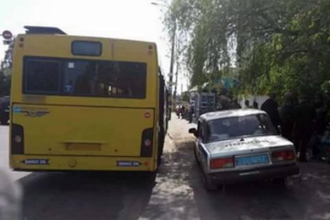 В Киеве обстреляли автобус из пневматического оружия