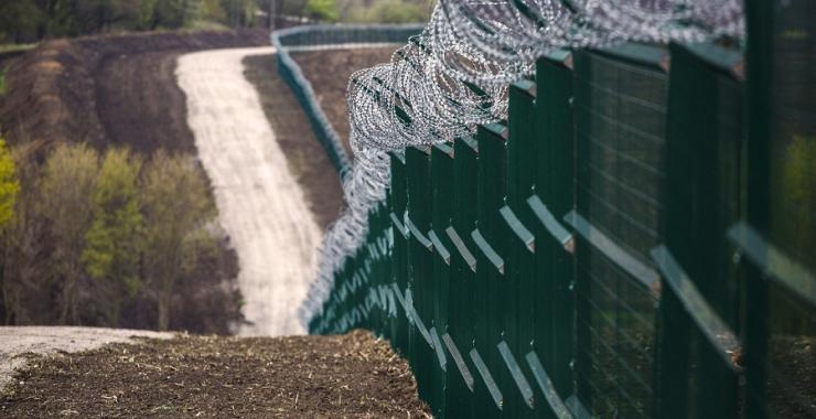 Будівництво комплексу оборонних споруд під назвою «Стіна»