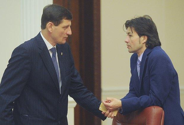 Евгений Нищук (справа) во время заседания правительства