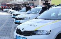 Пьяный парень во Львове бросился на полицейское авто и разбил лобовое стекло